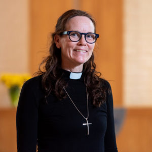 Porträtt på Rissnekyrkans pastor Anna-Karin Klingsbo